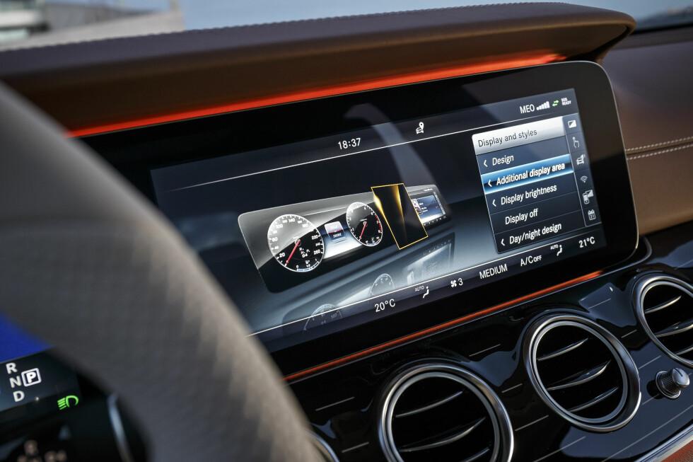 AMBIENT: Stemningsbelysningen kan justeres i 64 forskjellige farger.  Foto: Mercedes-Benz