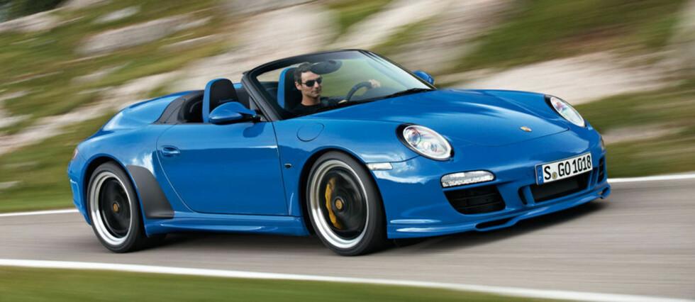 Porsche 911 6-9 år gammel (2010): Lekebil for alle pengene. Typisk nok er det de dyreste bilene som viser seg å holde lengst. Det er ikke vanskelig å spå at brorparten av eierne av slike biler også holder dem godt, og følger servicer og kontroller. På Finn.no ligger de ute for mellom 800.000 og en million, hvilket er forventet. Vær obs på sliteskader før du handler, og kos deg på tur i vårsola.  Foto: PORSCHE