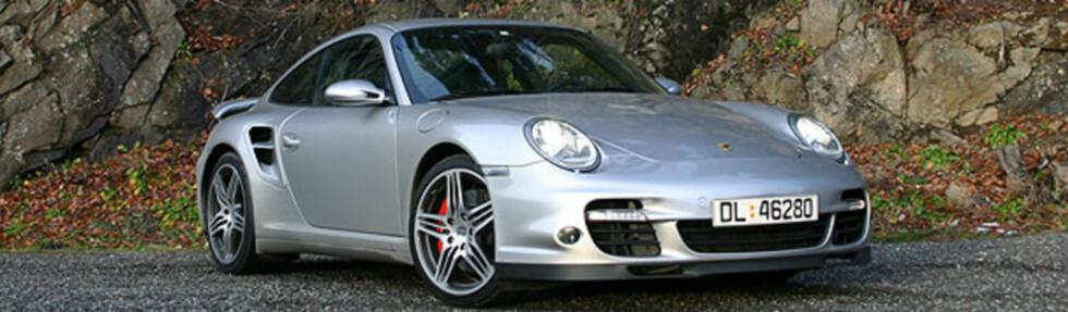 Porsche 911 10-11 år gammel (2006): Mye av det samme gjelder denne perlen fra historiebøkene. Porsche eierne føler gjerne servicene til punkt og prikke, og på utstyrssiden er det lite som er spart på. ABS-bremser, firehjulstrekk og cruisekontroll  Foto: STIAN GIHLE