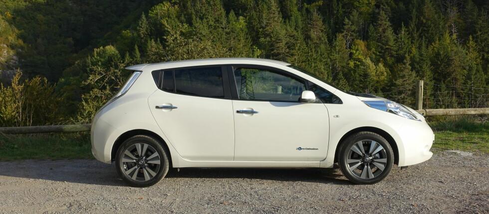 TILBAKEKALLES: Nissan i Nord-Amerika tilbakekaller hele 47.000 Nissan Leaf solgt mellom 2013 og 2015. Det er foreløpig uvisst om den potensielle bremsefeilen også angår biler solgt her i landet. Foto: KNUT MOBERG