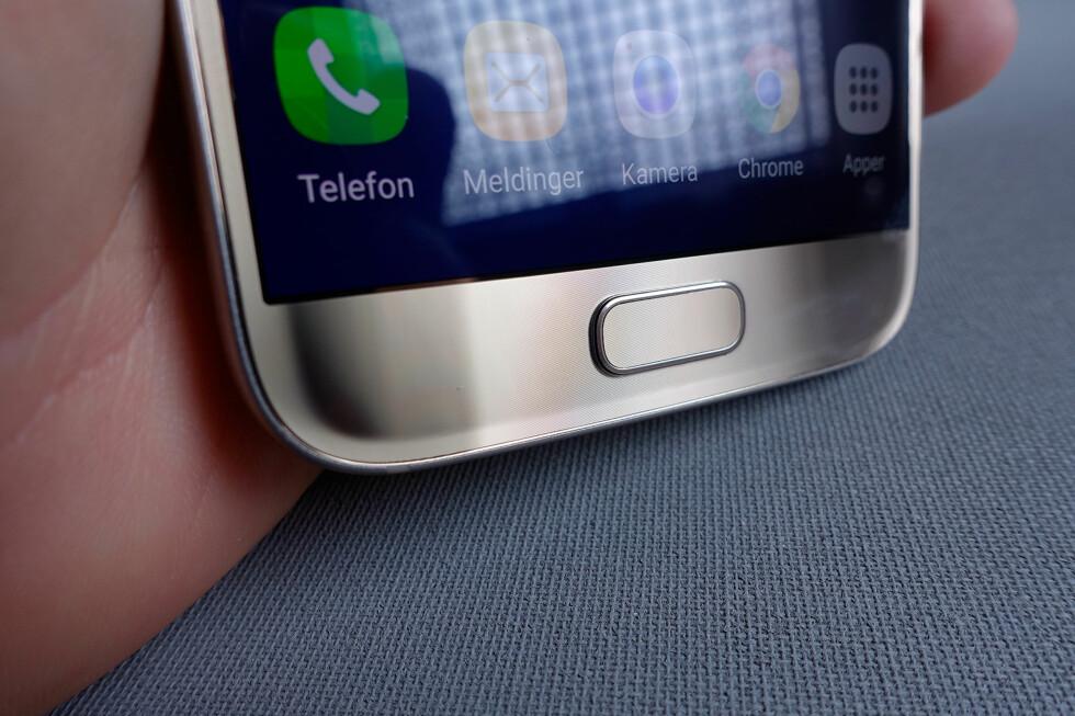 LEKKER DETALJ: Rundt hele kanten er telefonen bittelitt avrundet mot kantene. Foto: PÅL JOAKIM OLSEN