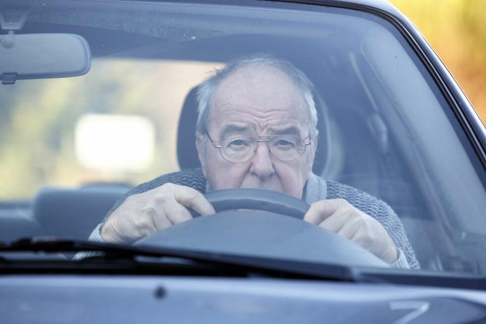 MANGE KJØRER PÅ OVERTID: Flere leger tror mange eldre kjører bil uten å være egnet for det som følge av at fastlegen syntes synd på dem. Foto: NTB SCANPIX