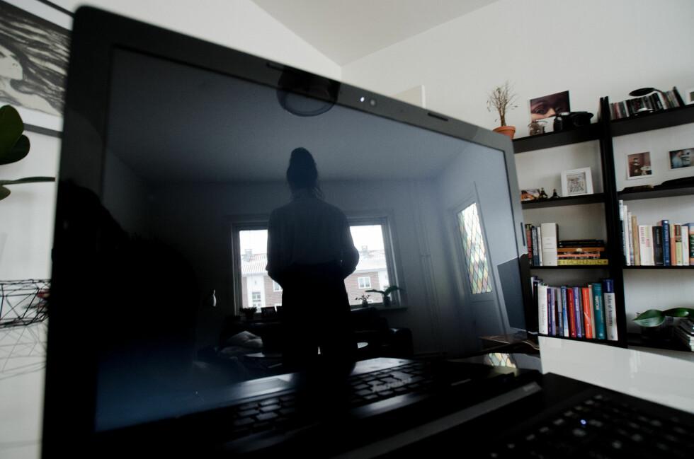 EKKELT: Mange får frysninger av tanken om å bli overvåket - enten det skjer gjennom stuevinduet eller webkameraet. Foto: AKSEL RYNNING
