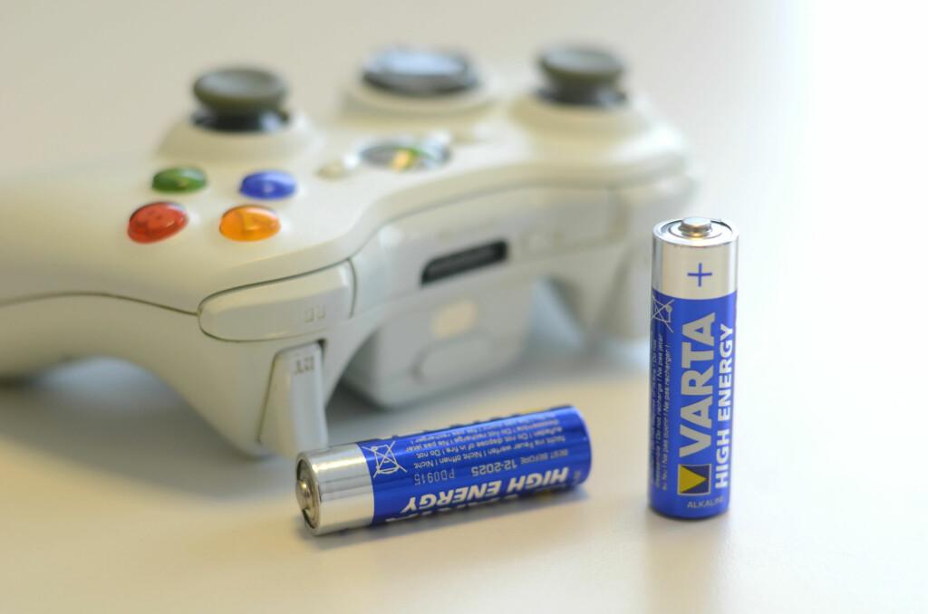<b>LETTVINT:</b> Med dette trikset kan du fort sjekke om engangsbatteriene dine er ubrukte, eller om de bør returneres til butikken.  Foto: AKSEL RYNNING