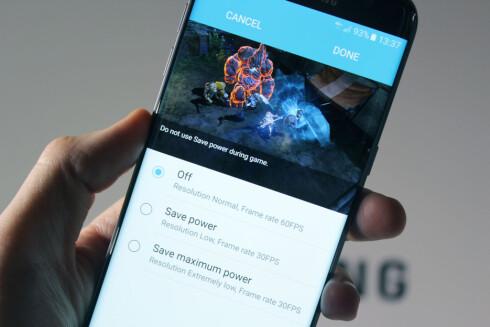 NYE SPILLFUNKSJONER: De nye Galaxy-telefonene kommer også med en egen «game launcher», som er en mappe alle spill legger seg i. Her kan du også aktivere en strømsparingsfunksjon for spill. Skal du bare spille noe enkelt som Candy Crush, kan du sette på maks strømsparing.  Foto: KIRSTI ØSTVANG