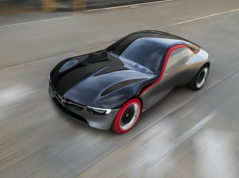 KOMPAKT, MEN SPREK: Med en liten 3-sylindret bensinmotor klarer Opel GT Concept 0 - 100 på under 8 sekunder. Foto: OPEL
