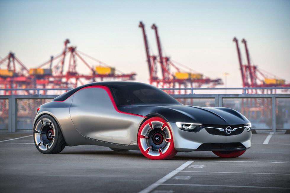 SKULPTUR: GT Concept tar Opels skulpturelle design til neste nivå, ved å være renset for alt som forstyrrer de rene formene.  Foto: OPEL