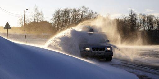 image: Flyvende isflak og harde snøklumper fra biler kan fort ta liv i trafikken