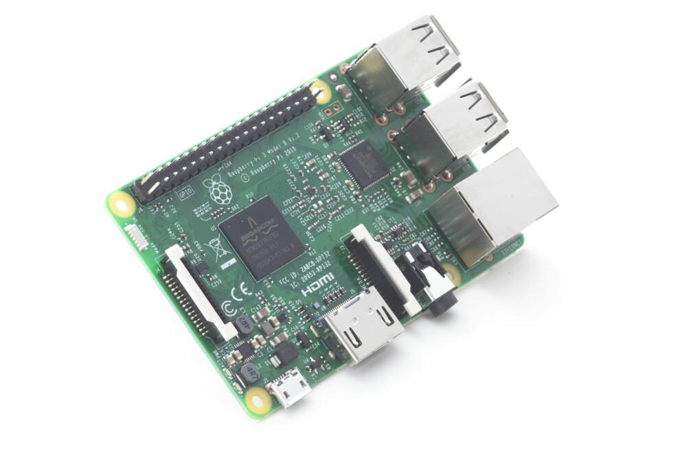 BRUKER MINNEKORT: Operativsystemet installeres til et microSD-kort, for her er plass til verken SSD eller harddisk. Foto: RASPBERRYPI.ORG