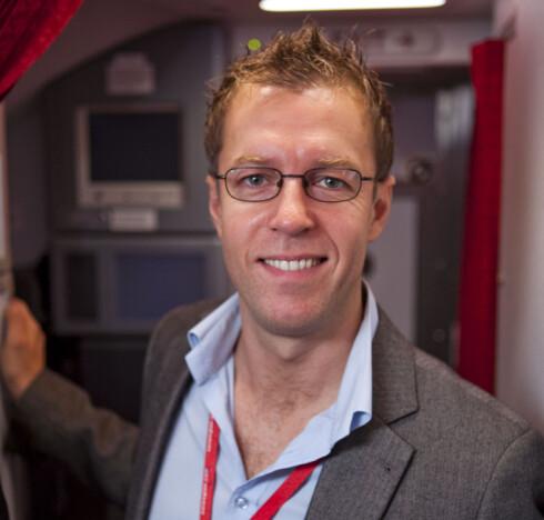 JA TIL NISTE: Lasse Sandaker-Nielsen sier det er helt greit med niste på Norwegian-flyvninger. Foto: PER ERVLAND