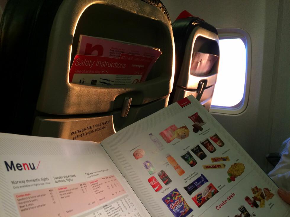 NEI, DU MÅ IKKE KJØPE OMBORD-MATEN: Norwegian er blant flyselskapene som selger mat ombord, men som sier det er helt ok at du spiser medbrakt. Foto: KRISTIN SØRDAL