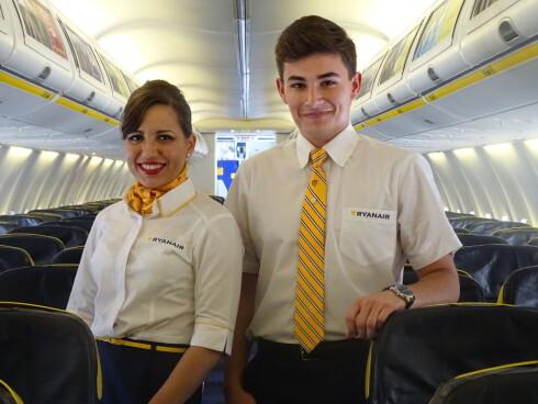 RYANAIR SIER JA: De selger deg gjerne det meste ombord, men det er heller ikke noe problem å ta med egen mat og drikke for å spise på Ryanair-reisen. Foto: RYANAIR