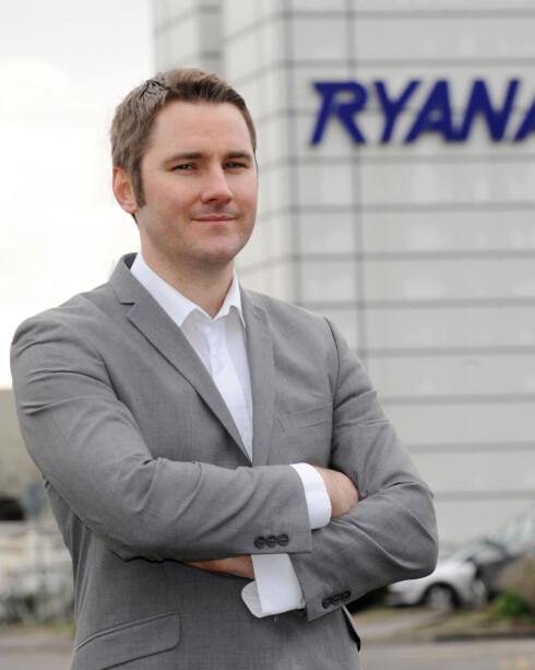 NISTE ER HELT OK: Du kan trygt spise niste på tur med Ryanair, sier Robin Kiely i Ryanair. Foto: RYANAIR