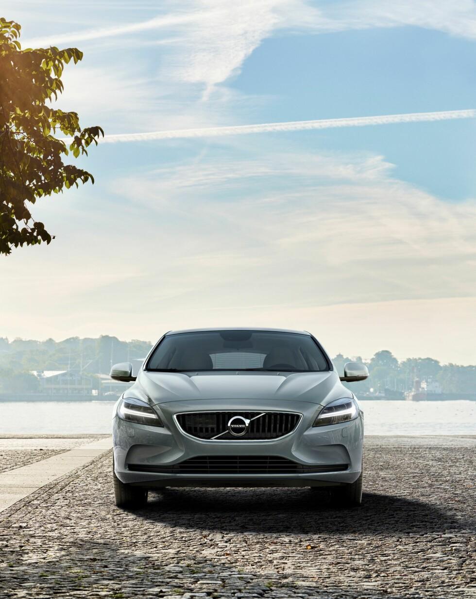 FRONT: Den nye fronten til Volvo er på V40 krympet litt i forhold til dens søsken i XC90 og S90. Foto: VOLVO