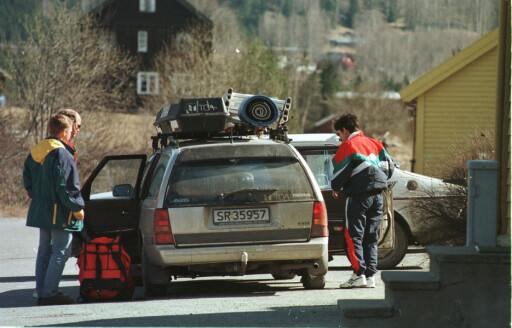 TIL HYTTA: Vær obs på hvor den tunge lasten plasseres. Flyttes tyngdepunktet opp mot taket av bilen endres også kjøreegenskapene.  Foto: NTB SCANPIX