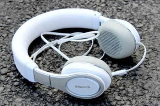 LETTE Å DRIVE: Med en hodetelefon som Klipsch Reference On Ear er det ikke sikkert at en DAC utgjør noen stor forskjell. Foto: OLE PETTER BAUGERØD STOKKE
