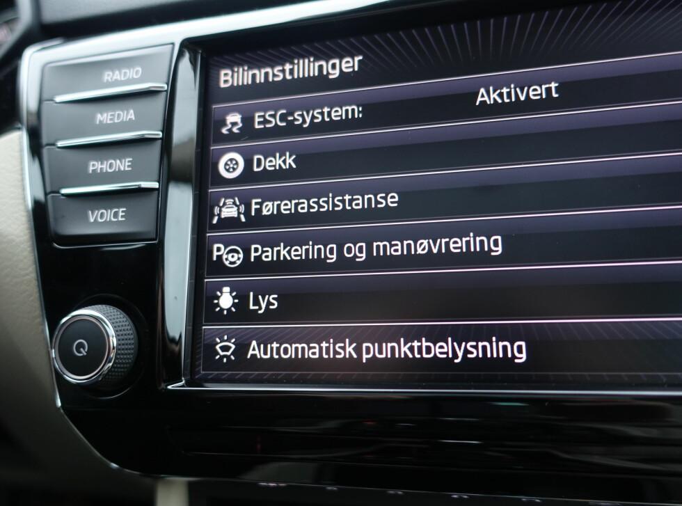 MANGE MULIGHETER: Du kan justere det aller meste til din personlige smak, som f.eks lydstyrken på sensorer, alle mulige lys, antall blink på blinkers, hvor mange valg du skal ha i kjørecomputeren osv. osv. Foto: RUNE M. NESHEIM