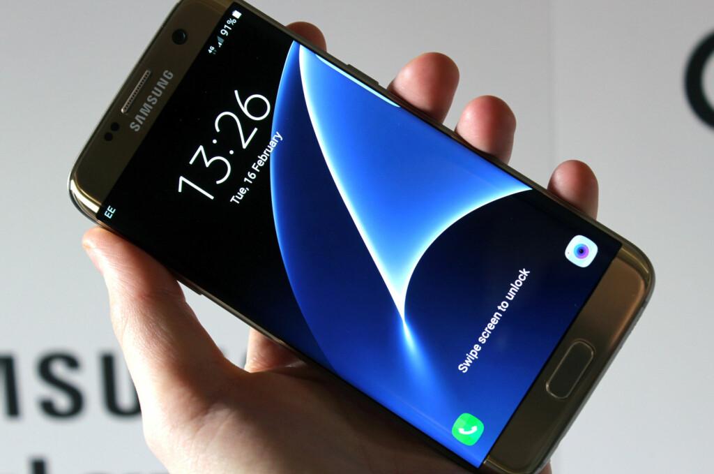 <b>HER ER'N:</b> Samsungs nye stolthet, Galaxy S7. Den ser ut som forgjengeren, men har likevel flere nyheter å by på.  Foto: KIRSTI ØSTVANG