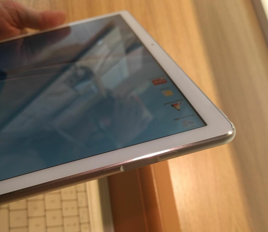 TYNN: Med en tykkelse på 6,9 millimeter  er MateBook en slank sak. Foto: PÅL JOAKIM OLSEN