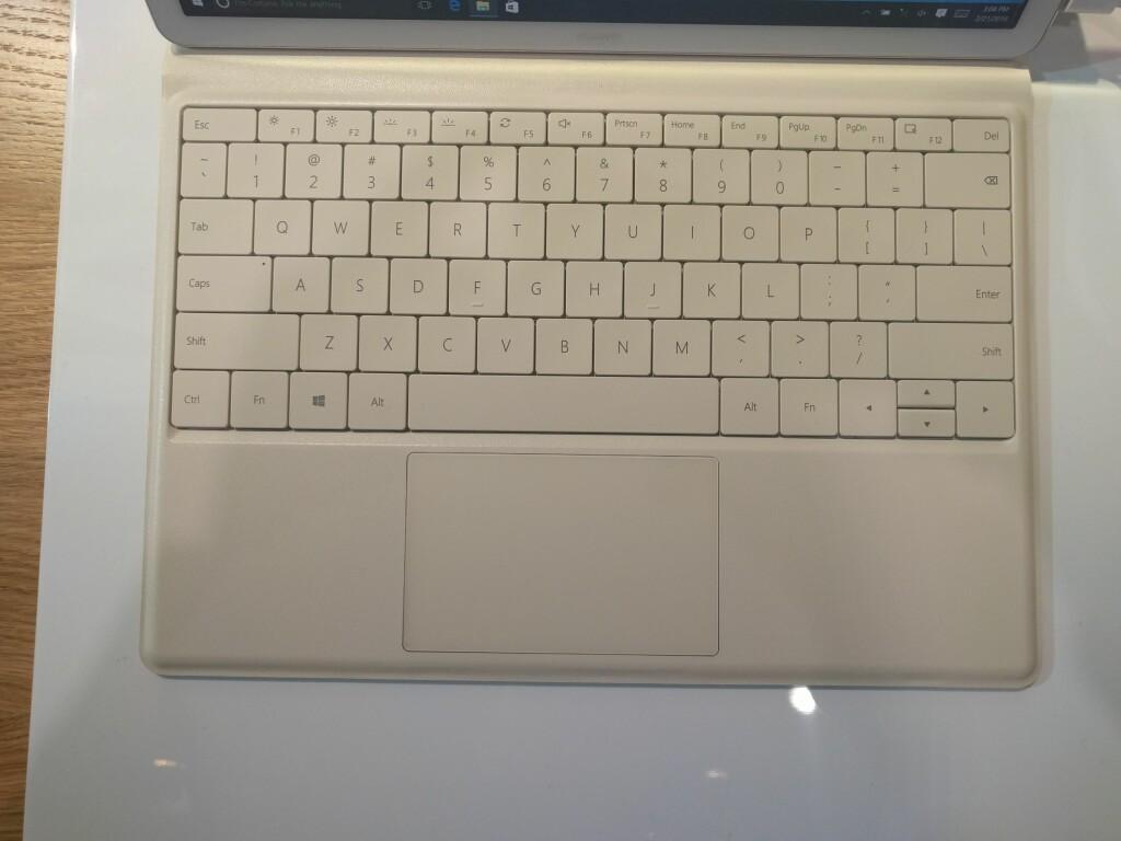 TASTATURET: Styreflaten på tastaturet til MateBook er visstnok av glass. Foto: PÅL JOAKIM OLSEN