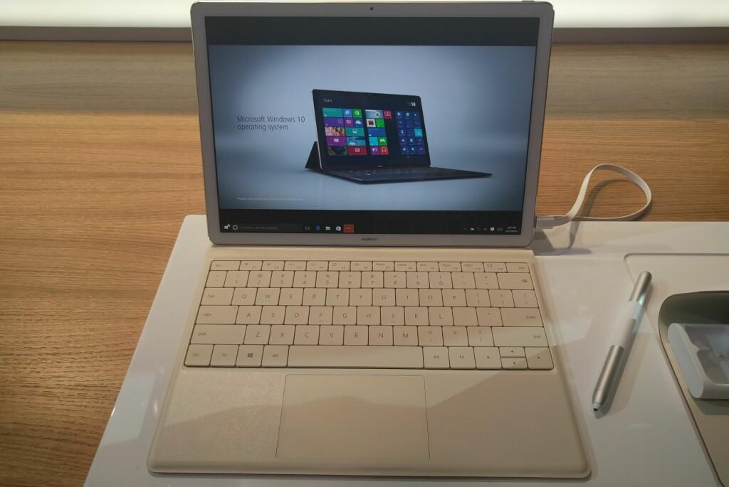 <b>HER ER MATEBOOK:</b> En ny slank 12-tommers hybrid-PC fra Huawei. Foto: PÅL JOAKIM OLSEN