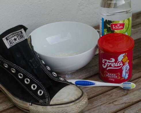 SPENNENDE: Gøy, men ikke særlig effektivt. La bakepulveret og eddiken få bli igjen på kjøkkenet. Foto: AKSEL RYNNING