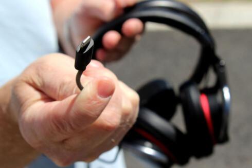 USB: Sonys MDR-1ADAC støtter også Android-telefoner via  micro-USB. Foto: OLE PETTER BAUGERØD STOKKE