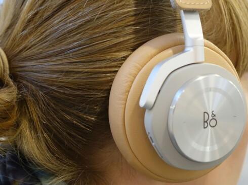 KOMPRIMERT LYD: Bluetooth-hodetelefoner som BeoPlay H7 har god lyd. Men den blir enda bedre med digital ledning til mobilen. Foto: TORE NESET
