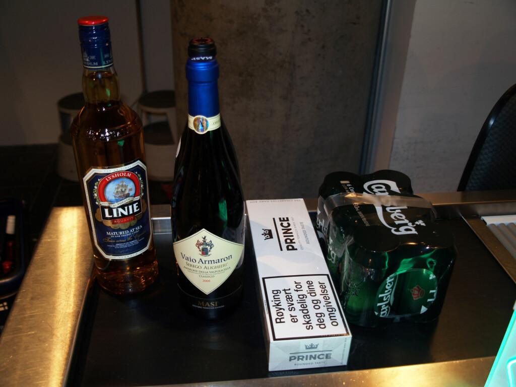 ALKOHOL- OG TOBAKKSKVOTE: Dette er standardkvoten for taxfree: 1 liter brennevin, 1,5 liter vin, 200 sigaretter og 2 liter øl. Foto: BERIT B. NJARGA