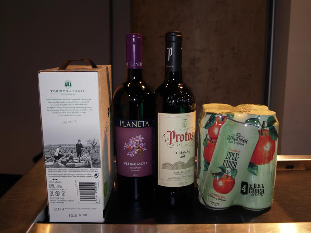 PAPPVIN PÅ TAXFREE? Dropper du tobakken, kan du kjøpe to vinflasker i tillegg til en 3-liters pappvin. Foto: BERIT B. NJARGA