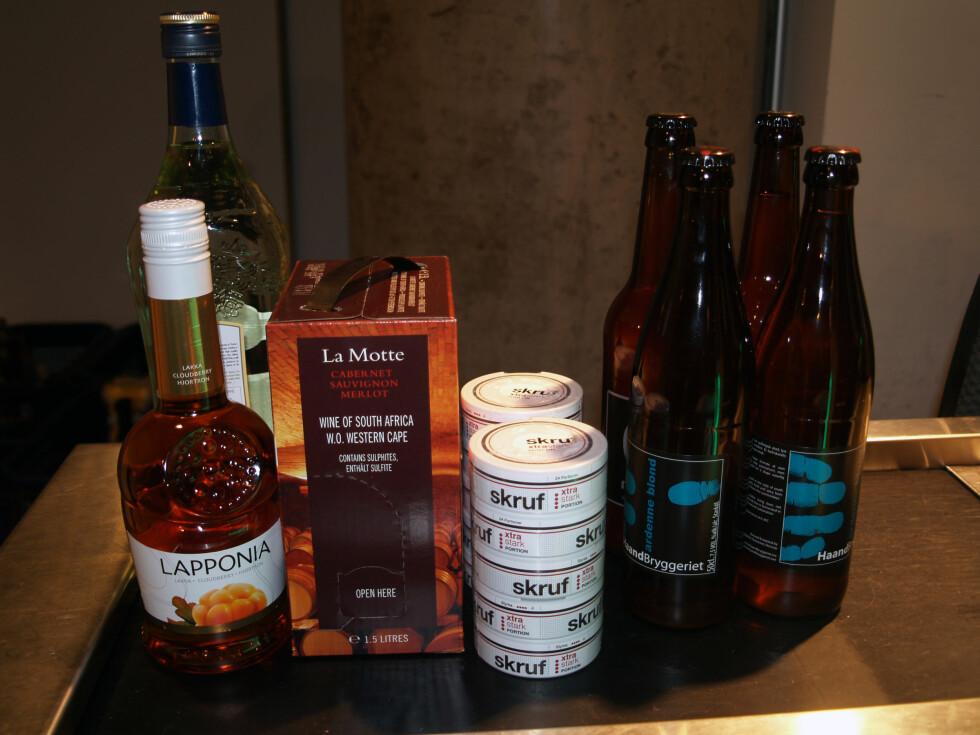 LITT AV HVERT-KVOTE: Litt likør, liten pappvin, snus og øl.  Foto: BERIT B. NJARGA