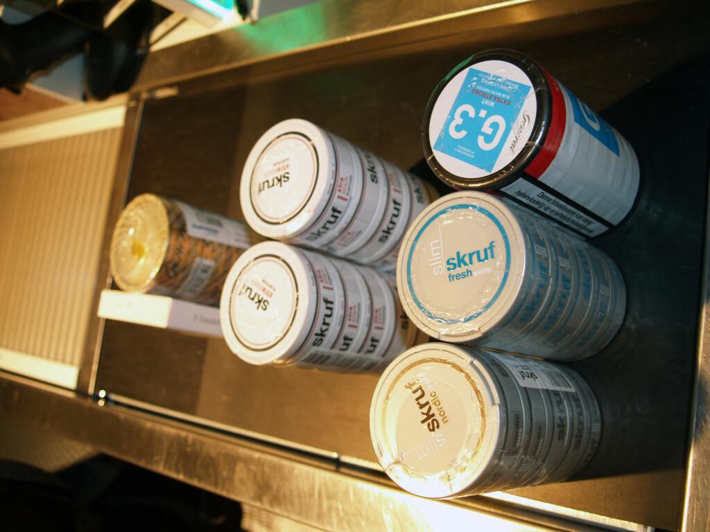 SNUS-KVOTA: Vekten avgjør, dermed  får du flere pakker av porsjonssnus og ikke minst av slimvarianten, enn løssnus, med på kvota. Foto: BERIT B. NJARGA