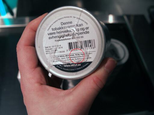 MER ENN KVOTA? Sjekk antall gram per pakke, og finn fram kalkisen på mobilen. Svaret må ikke bli høyere enn 250 gram. Foto: BERIT B. NJARGA