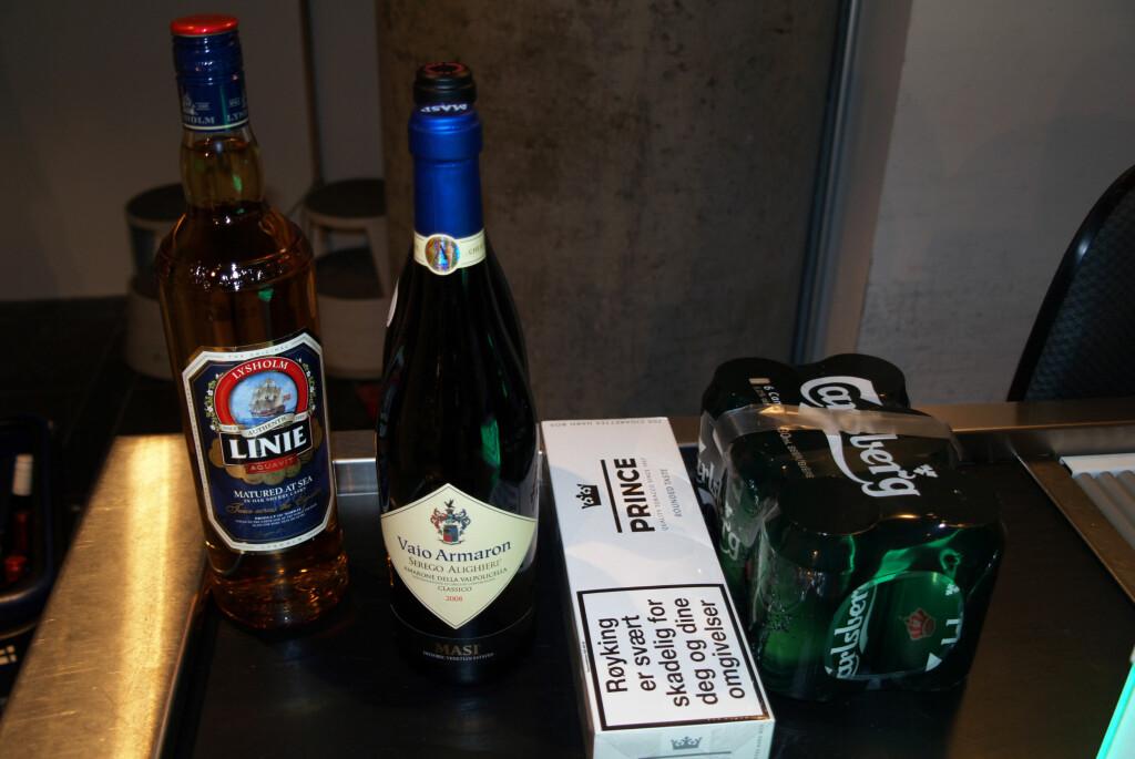 <b>ALKOHOL- OG TOBAKKSKVOTE:</b> Dette er standardkvoten for taxfree: 1 liter brennevin, 1,5 liter vin, 200 sigaretter og 2 liter øl. Foto: BERIT B. NJARGA