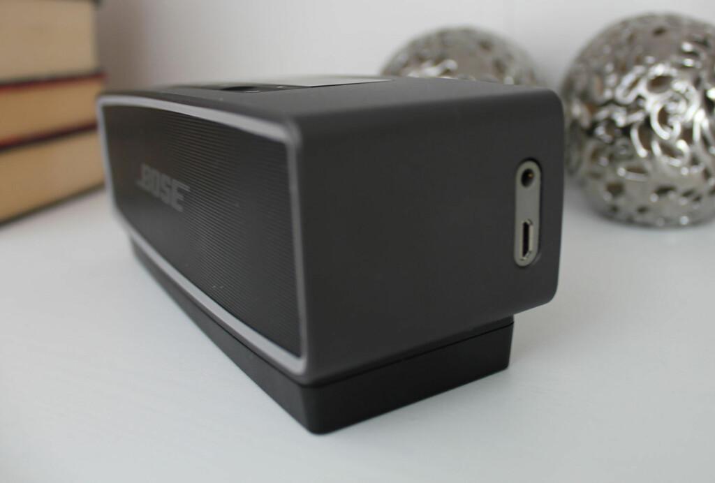 TILKOBLINGER: På høyre side sitter en microUSB-port for direktlading, samt en minijack-inngang for eksterne kilder som ikke støtter Bluetooth. Foto: BJØRN EIRIK LOFTÅS