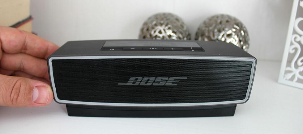 GROMLYD I MINIFORMAT: Bose SoundLink Mini II byr på svært god lyd til tross for den lille størrelsen. Foto: BJØRN EIRIK LOFTÅS