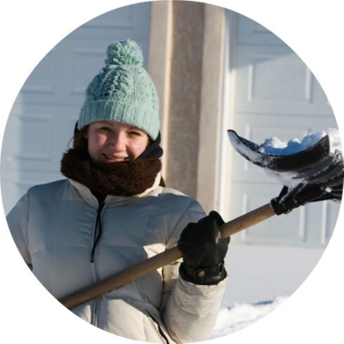 VARME KLÆR: Du blir ikke forkjølet av kulden, men det er likevel lurt å kle på seg godt for å unngå sykdommen. Foto: ISTOCKPHOTO.COM