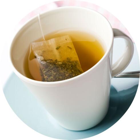 SKADER IKKE: En varm, kopp te kan lindre noen av forkjølelsessymptomene, men vil nok ikke kurere sykdommen.  Foto: COLOURBOX