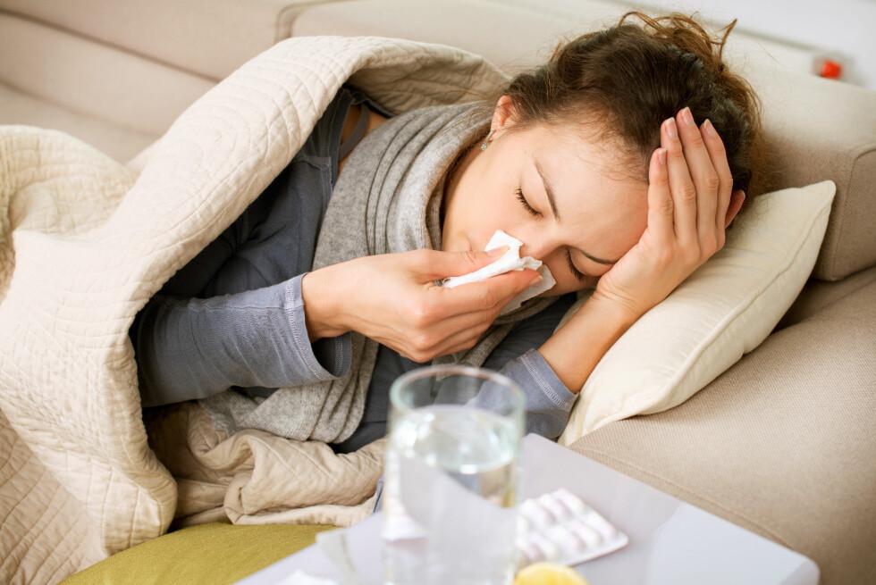 LITE MAN KAN GJØRE: Det finnes ingen effektiv kur mot forkjølelser. I tillegg er ekspertene våre skeptiske til mange av kjerringrådene som florerer. Det beste er nok, dessverre, å bare vente til det går over. Foto: SHUTTERSTOCK