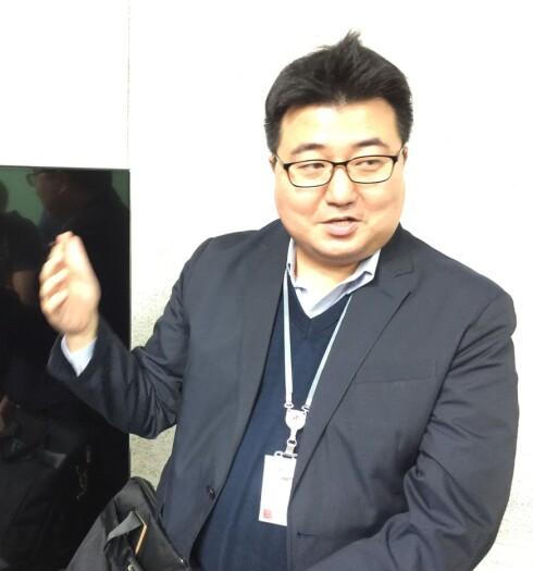 <strong><B>MÅ TENKE NYTT</B>:</strong> Haengjoon Kang i LG Display tror 3D kan ha en fremtid, men i en annen form.