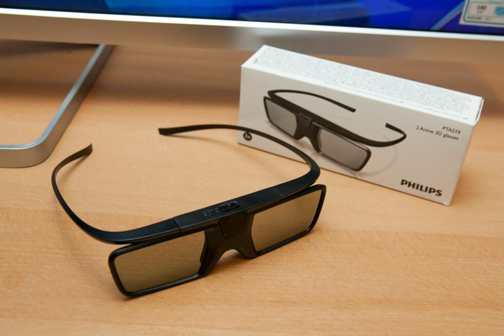 <strong><B>VIL IKKE HA DET</B>:</strong> Det er 3D-briller som disse, som gjør løsningen upraktisk, mener Samsung-sjef Michael Zoeller. Foto: PER ERVLAND