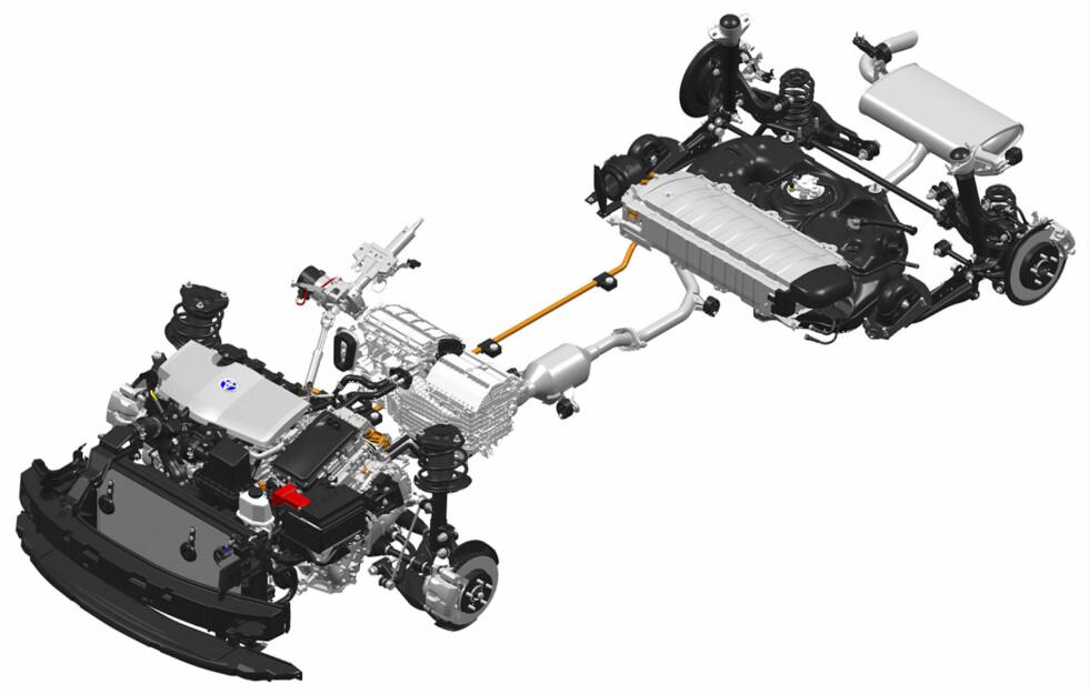 <strong><b>INNMATEN:</strong></b> I motsetning til de ladbare hybridene, fungerer systemet i Prius som et lukket system som genererer sin egen strøm til elmotoren og bidrar til jevnt lavere forbruk. Foto: TOYOTA