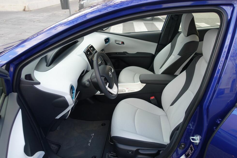 <strong><b>LUFTIG:</strong></b> Man har et inntrykk av god plass foran i bilen. Sittestillingen er bedre enn på forgjengeren, men seteputene kunne vært en anelse lengre. Foto: KNUT MOBERG