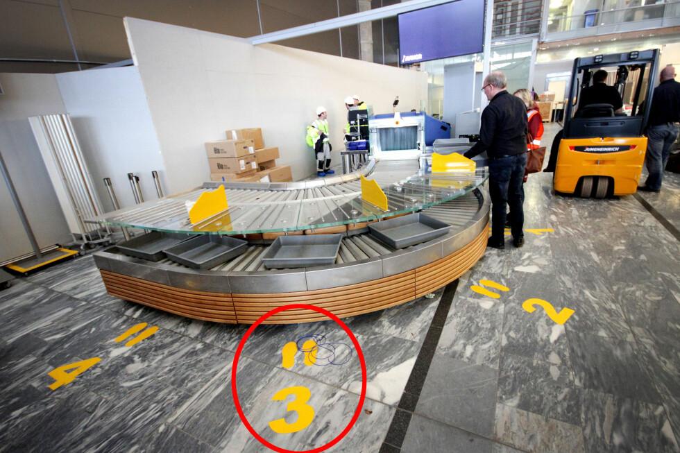 STÅ HER: Det er plass til at fire passasjerer kan forberede seg samtidig. Er det ledige fotavtrykk? Gå frem! Foto: OLE PETTER BAUGERØD STOKKE