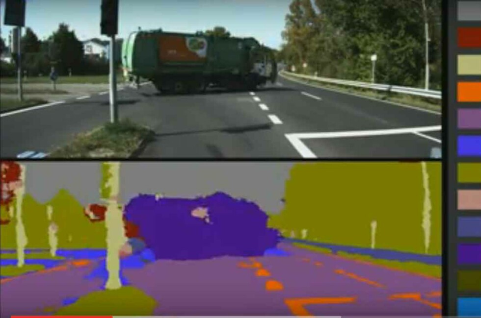 """SELVKJØRENDE BILER: Nå jobber de med systemer som skal hjelpe de selvkjørende bilene til å """"se"""" selv. Foto: YOUTUBE"""