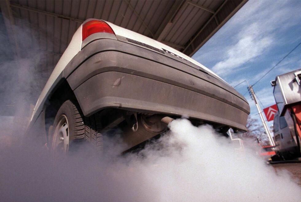 PEST ELLER KOLERA: Hva er det verste utslippet? CO2 eller NOx? Foto: Knut Moberg