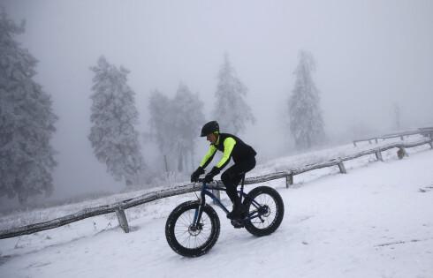 <strong>KULT, MEN IKKE NØDVENDIG:</strong> Sykler du for det meste i byen og langs veien er en fatbike litt overkill. Du kan fint bruke den sykkelen du har om vinteren. Foto: KAI PFAFFENBACH: NTB/SCANPIX