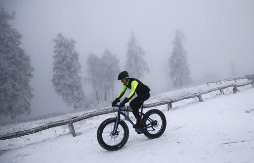 KULT, MEN IKKE NØDVENDIG: Sykler du for det meste i byen og langs veien er en fatbike litt overkill. Du kan fint bruke den sykkelen du har om vinteren. Foto: KAI PFAFFENBACH: NTB/SCANPIX