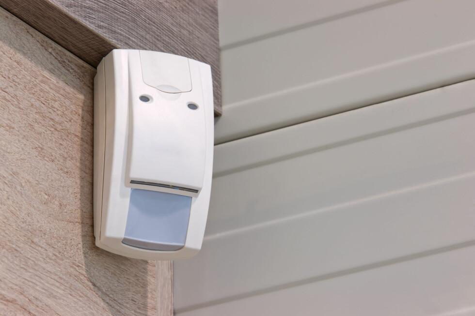 FIKK REGNING FOR MALINGSFLEKKER PÅ SENSOR: Da Martin Pedersen sa opp alarmavtalen, fikk han regning for malingsflekker på sensor og skraper på alarmsentral. Foto: FOTOSENMEER/SHUTTERSTOCK/NTB SCANPIX