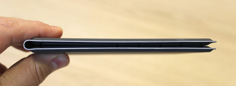 TAR LITE PLASS: Så tynt kan man altså lage et sammenbrettbart tastatur. Foto: BJØRN EIRIK LOFTÅS